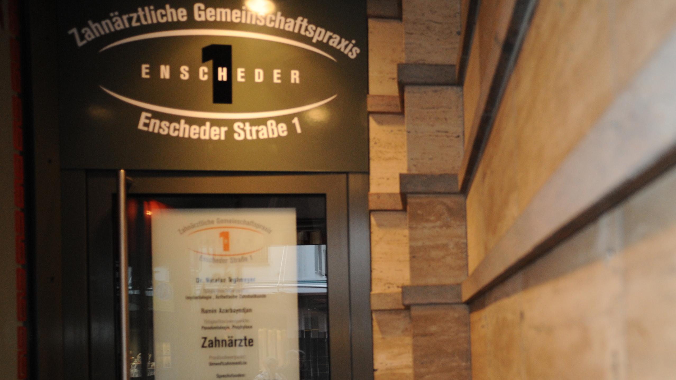 Zahnärztliche Gemeinschaftspraxis Enscheder Strasse 1 Foto 1 der Eingangstüre aussen